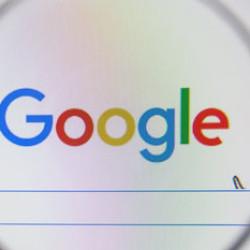 EÚ pokutuje Google, ten ale monopolom nie je